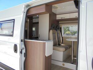 Peugeot Boxer 2012 Vista Interior Cozinha e WC