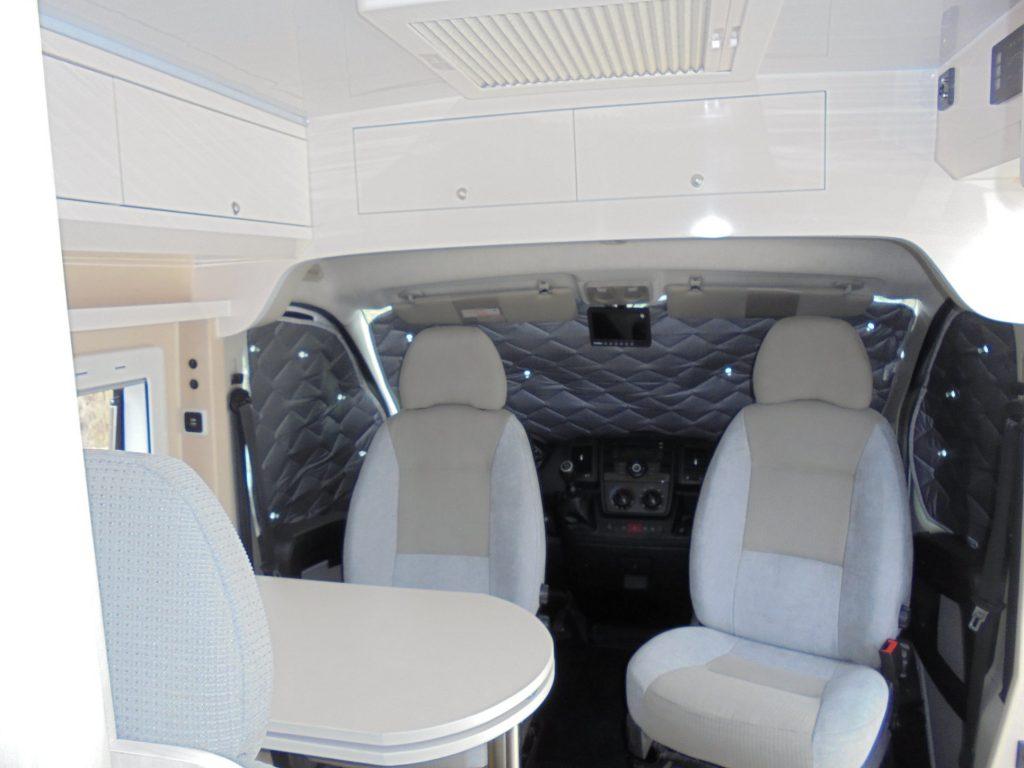 PEUGEOT BOXER Junho Cockpit com proteções solares