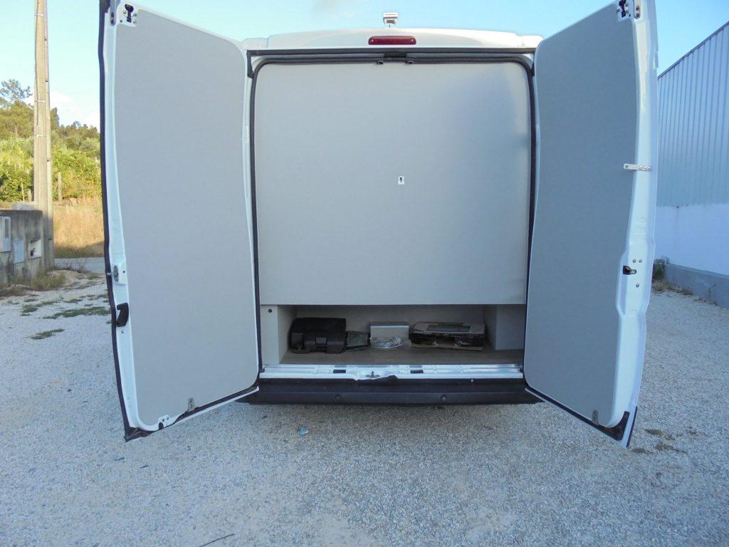 Peugeot Agosto Traseira Portas Abertas