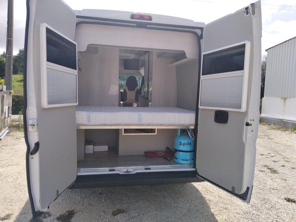 Fiat Ducato Set2020 Traseira Vista Exterior com portas abertas