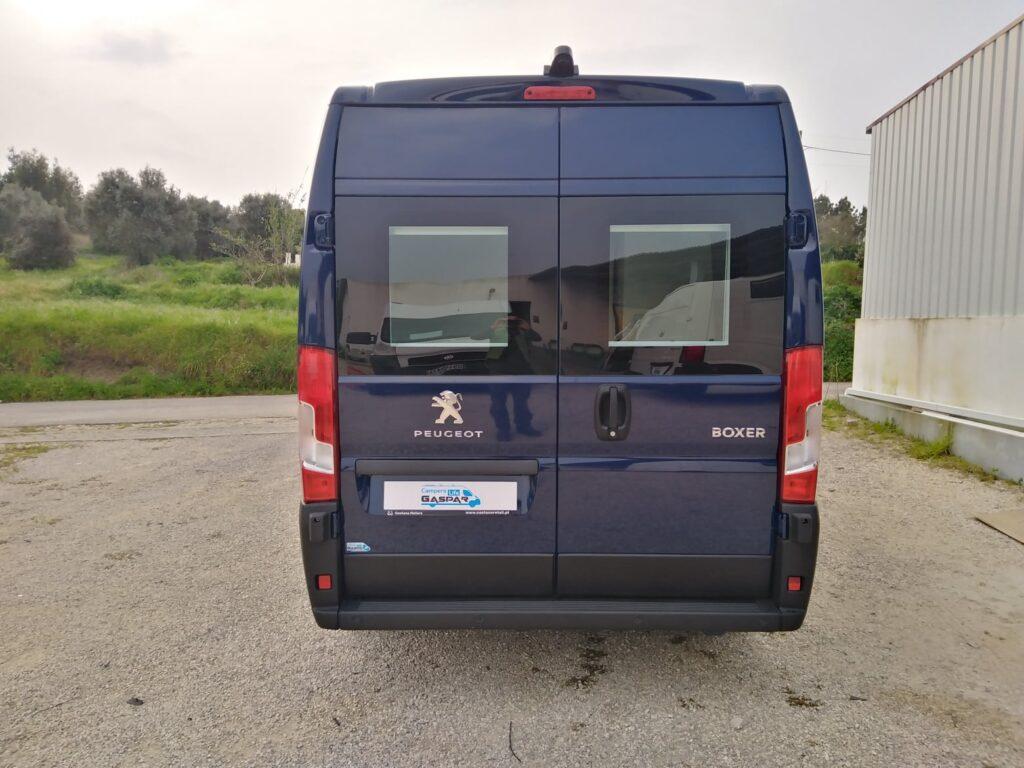 Peugeot Boxer Azul Traseira Portas Fechadas
