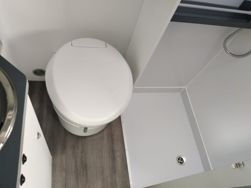 Peugeot Boxer Azul WC - Sanitário + base duche