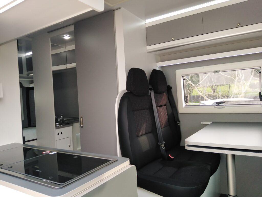 Peugeot Boxer Azul Zona refeições + WC+ Zona Cozinha