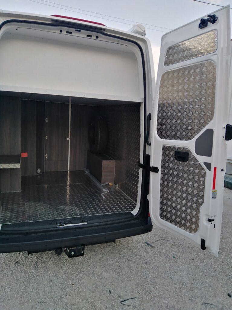 VW Crafter Traseira portas abertas 1